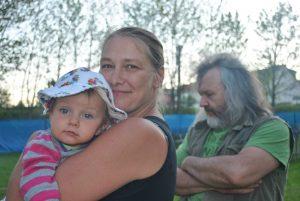 Freija mit Wolsbaby Rosalie und Papa